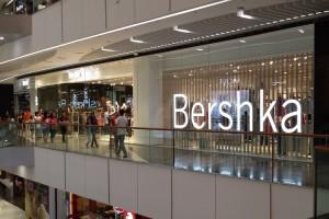 Peste 400 de noi modele Bershka sunt disponibile pe Kurtmann.ro
